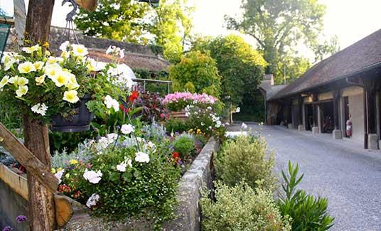 Klostergärtnerei mit Blumen